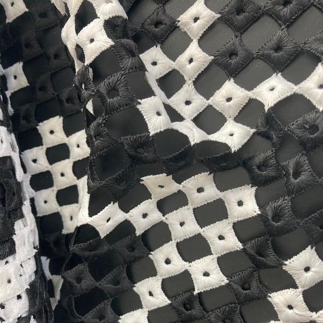 Schwarz-Weisse italienische Couture Guipure Spitze