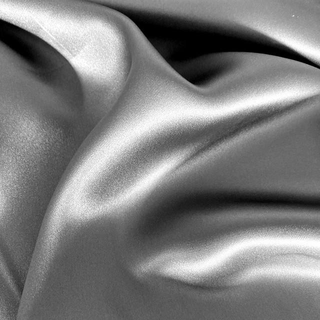 Seide Silbergrau super leicht und weich fliessend | Ansicht: 100%  Seide Silbergrau super leicht und weich fliessend