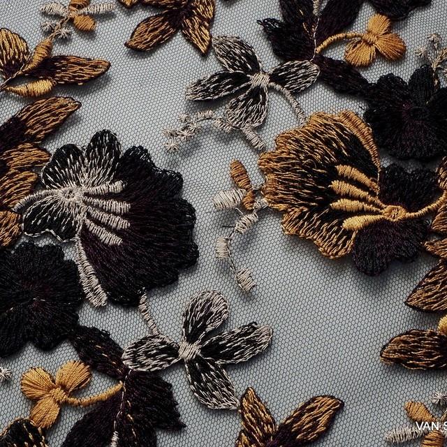 Silber-Gold Blumen Stickerei Spitze   Ansicht: Silber-Gold Blumen Stickerei Spitze