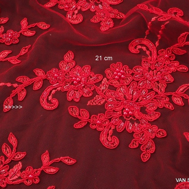 Strass + Perlen + Pailletten bestickter Blumen + Blätter Stickerei in Scharlach Rot   Ansicht: 1630 - Couture Ton in Ton Scharlach Roter Spitze mit Perlen und Straß