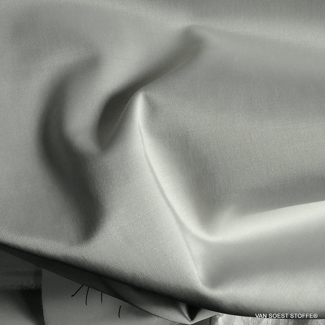 Stretch Cocktail Satin in Creme