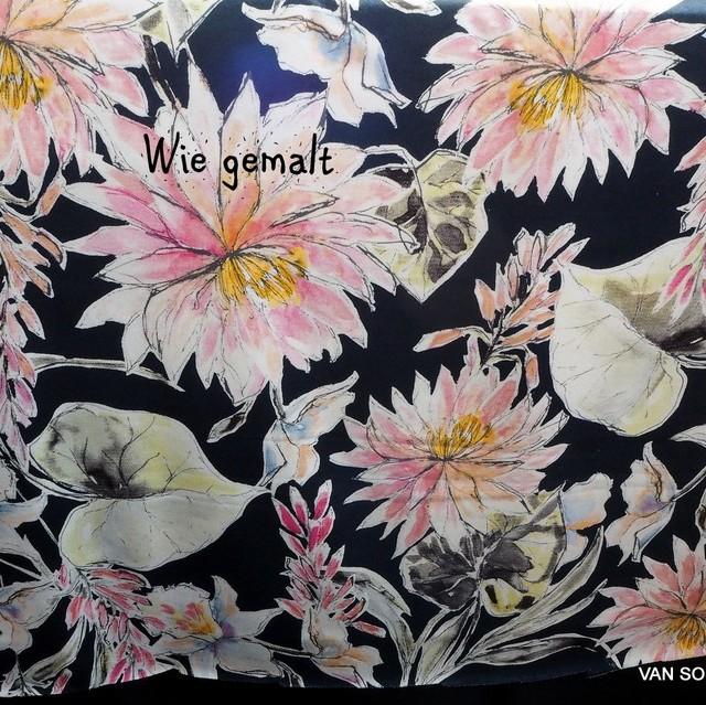 Stretch Jersey Blumen Druck auf dunklem Grund | Ansicht: Stretch Jersey Blumen Druck auf dunklem Grund