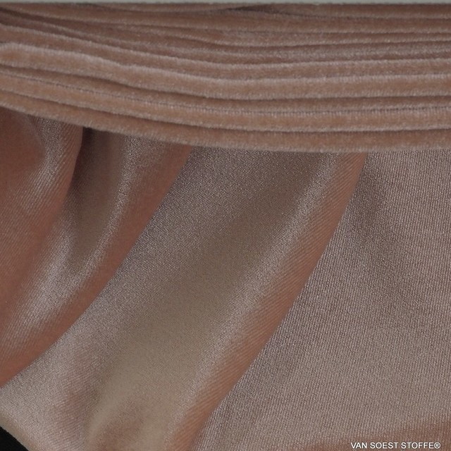 Stretch velvet in skin-champagne-rosé