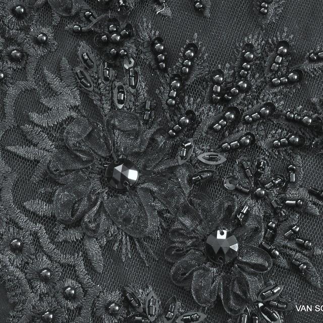 Ton in Ton Couture Perlen-Stäbchen und Blumen 3D-Spitze auf schwarzen Tüll | Ansicht: Ton in Ton Couture Perlen-Stäbchen und Blumen 3D-Spitze auf schwarzen Tüll