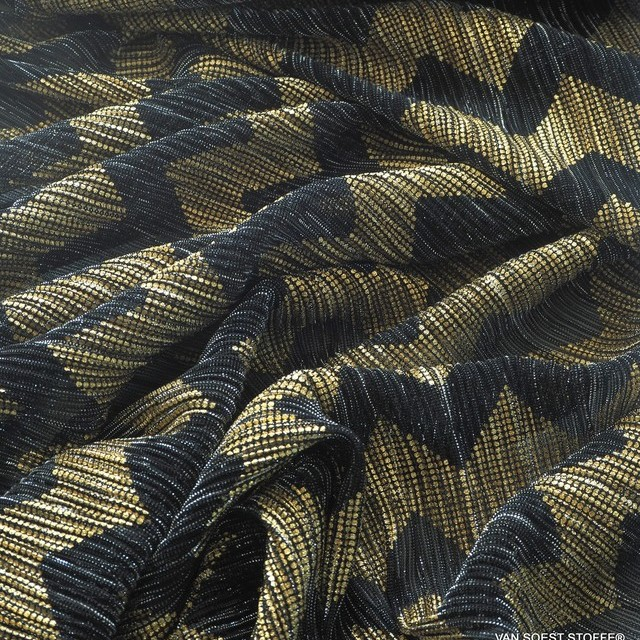 Zackenmuster bedruckt in Gold auf einem schwaz-silber-durchsichtigen Stretch Mikroplissee   Ansicht: Zackenmuster bedruckt in Gold auf einem schwaz-silber-durchsichtigen Stretch Mikroplissee