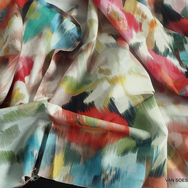 bunter Blumenprint auf hochwertigem Organic Cotton Lawn C. Pauli | Ansicht: bunter Blumenprint auf hochwertigem Organic Cotton Lawn C. Pauli