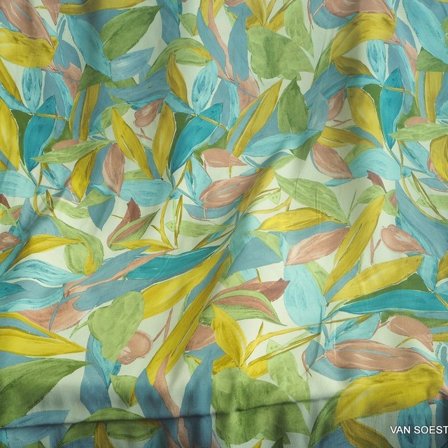 bunter Fascination Blumenprint auf Viskose Crepe | Ansicht: bunter Fascination Blätterprint auf Viskose Crepe