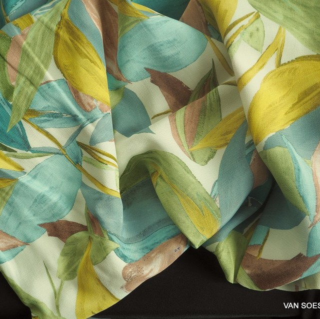 bunter Fascination Blumenprint auf Viskose Crepe