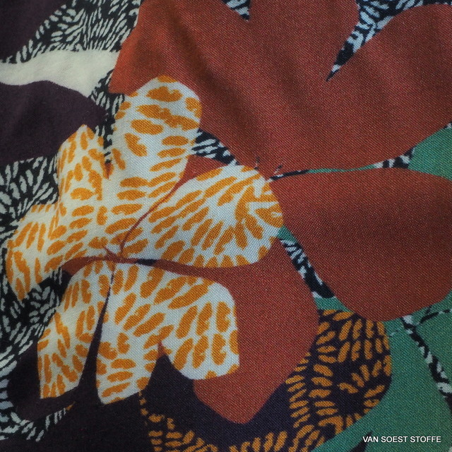 burda style Ceramik inkjet Print auf Viskose Feinmuselin.