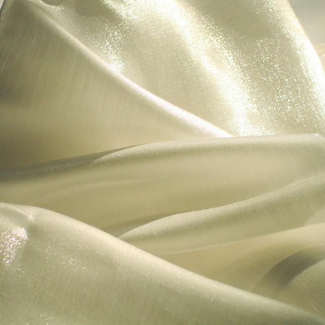 Futter Glanzstoff: Neue Farbe in off-white