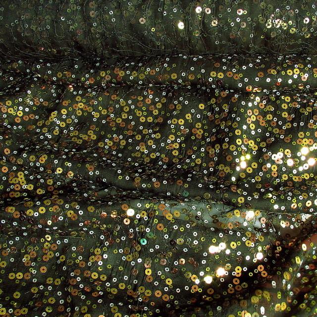 Gold, Kupfer + Silber Pailletten auf Schwarzer Crepe Chiffon