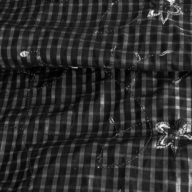 KAROGEWEBE in Schwarz mit Blumenstickerei + Pailletten.
