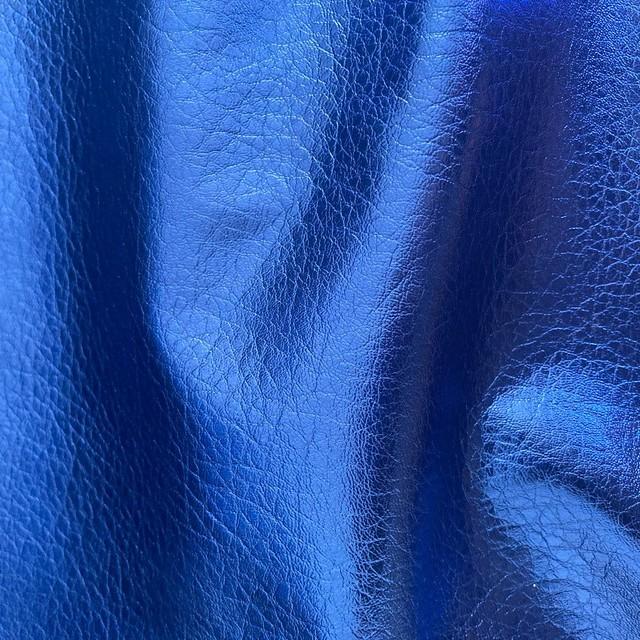 veganes Leder in Wetlook Metallic Royal Blau | Ansicht: veganes Leder in Wetlook Metallic Royal Blau