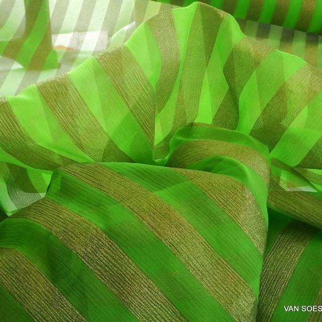 zarter Seiden Chiffon grün mit Gold Lamé bedruckt - Designerware | Ansicht: zarter Seiden Chiffon grün mit Gold Lamé bedruckt - Designerware