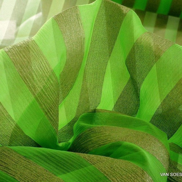 delicate silk chiffon green printed with gold lamé - Designerware | View: elicate silk chiffon green printed with gold lamé - Designerware
